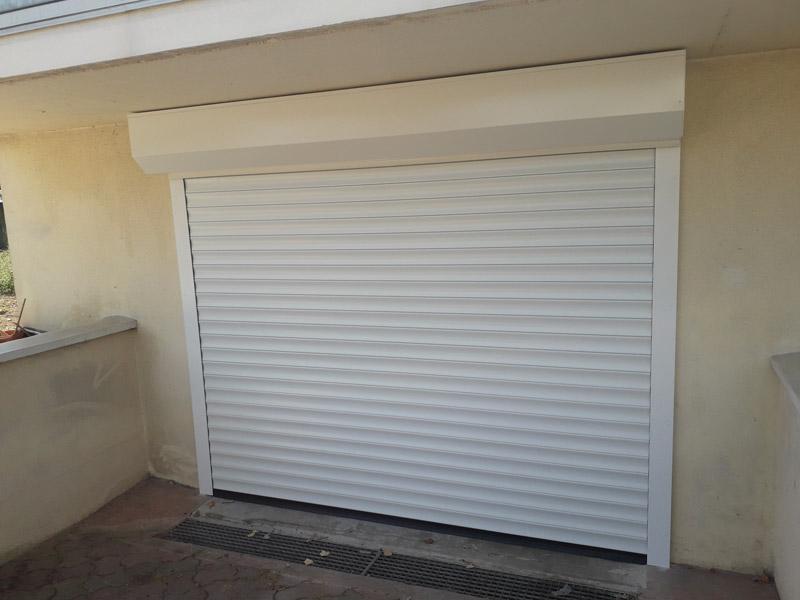 Porte de garage automatisée enroulable