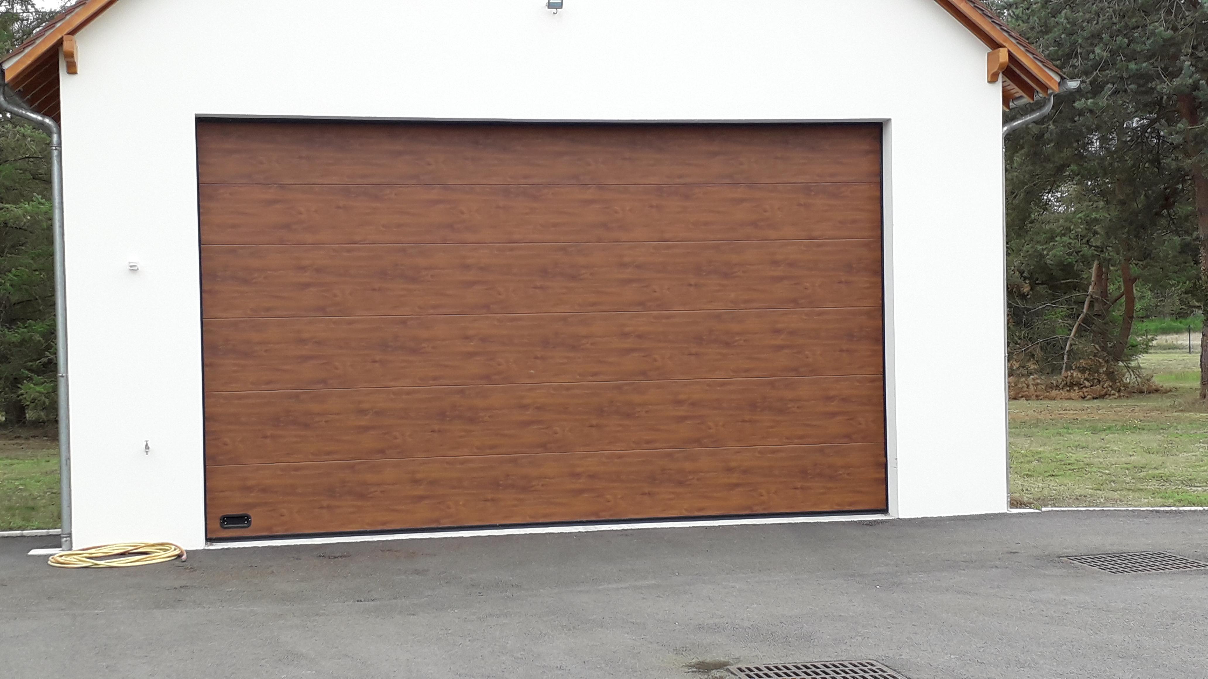 Pose d'une porte de garage sectionnelle